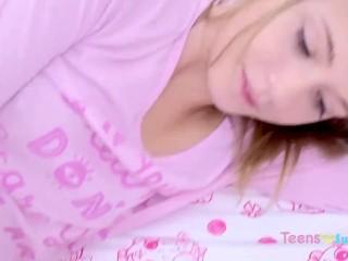 BLONDE TEEN SWALLOWS CUM IN BED